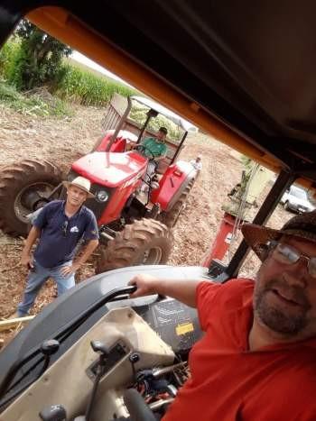 Secretaria de Agricultura realiza serviços de silagem para os agricultores